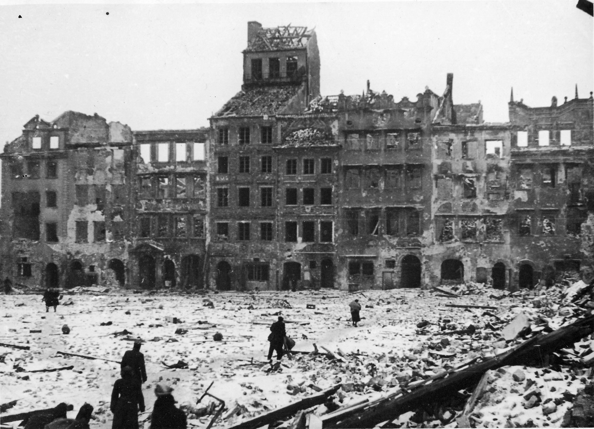Warsaw, rising from the ashes, but keeping the pain of the past (Poland)